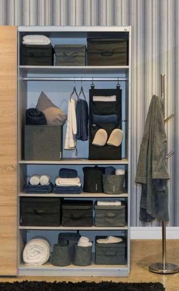 Especialista orienta o uso de cestos, sapateiras e cabides para organizar as peças dentro do armário