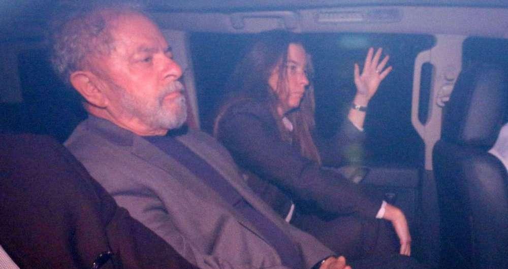 Lula passa primeira noite preso em superintendência da Polícia Federal em Curitiba