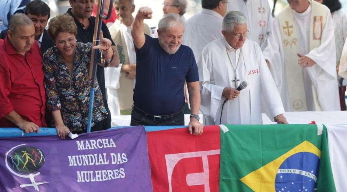Lula durante missa