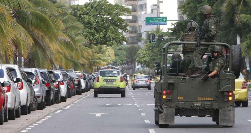 Patrulha do Exército na Orla da Zona Sul do Rio de Janeiro. Foto: Daniel Castelo Branco / Agência O Dia