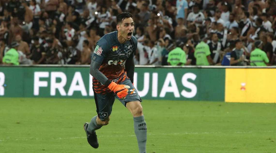 Gatito Fernandes comemora o título de campeão carioca de 2018