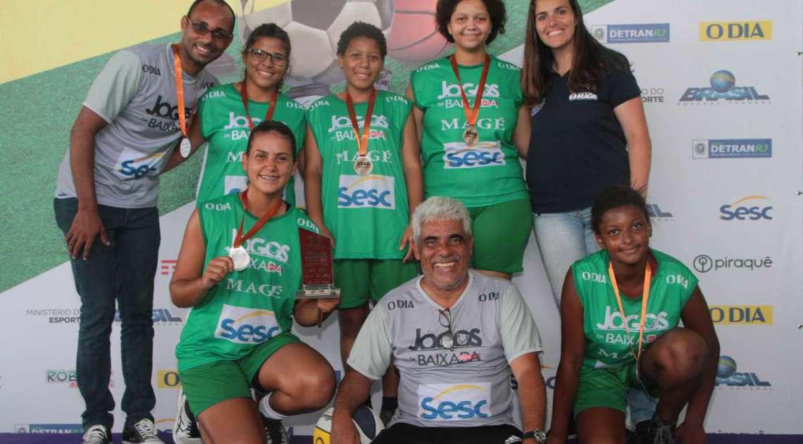 07/04/2018 - Caderno Baixada. Jogos da Baixada. Premia��o terceiro lugar Sub 17 de Basquete feminino.Equipe Mag�. Foto: Fernanda Dias / Ag�ncia O Dia.       Caption