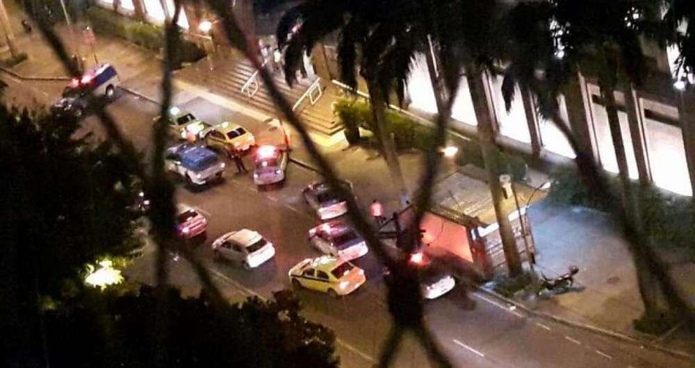 Policiais cercam Shopping Iguatemi após assalto a loja de eletrodomésticos