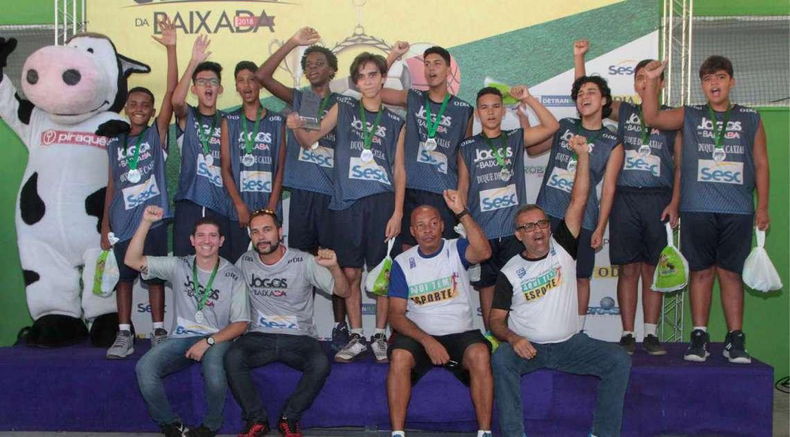 07/04/2018 - Caderno Baixada. Jogos da Baixada. Premia��o segundo lugar Sub 14 de Basquete masculino. Equipe Duque de Caxias . Foto: Fernanda Dias / Ag�ncia O Dia.