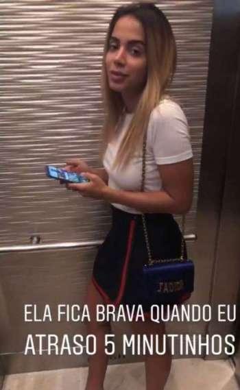 Anitta se irrita com atraso do marido, Thiago Magalh�es