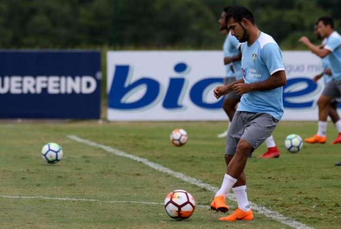 O equatoriano Sornoza participa de treino: meia quer o time muito atento amanhã