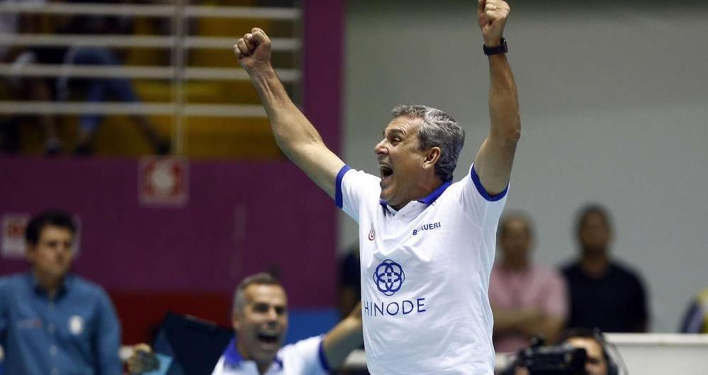 O técnico José Roberto Guimarães segue à frente do Hinode Barueri para a temporada 2018/19