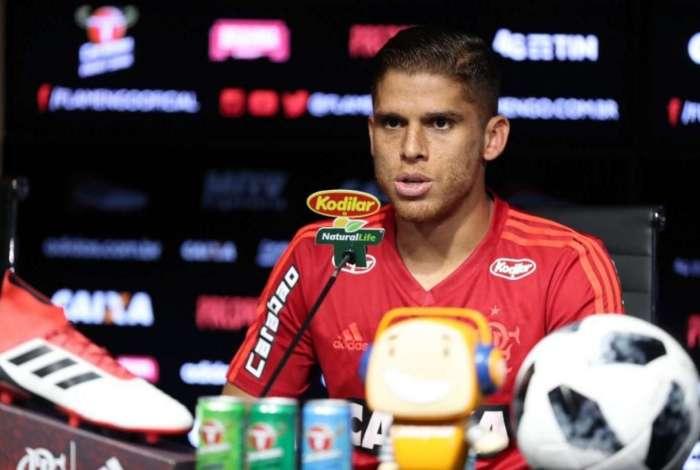 Cuéllar renovou contrato com o Flamengo