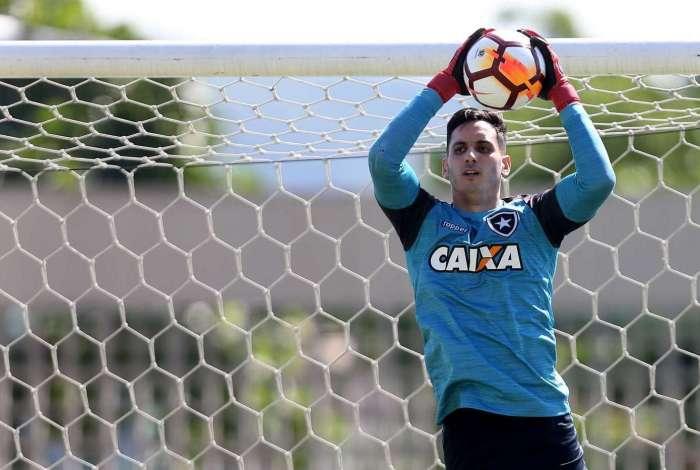 Flamengo estuda pagar R$ 20 milhões para tirar Gatito Fernández do Botafogo