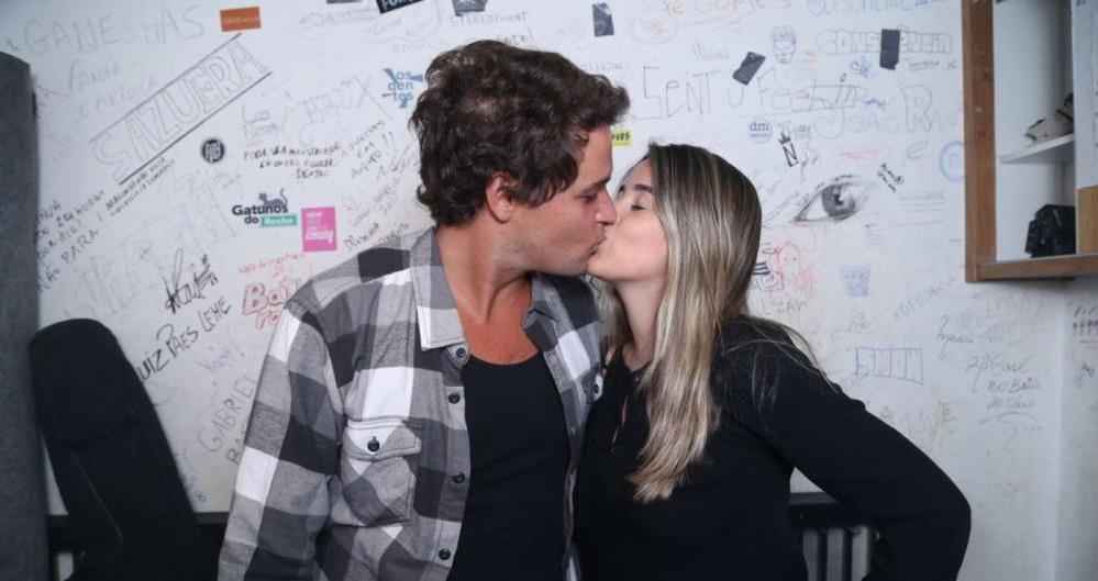Alguns meses após a separação, Felipe Dylon assume namoro