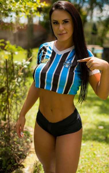 Stefanie Barbosa possui 96cm de bumbum