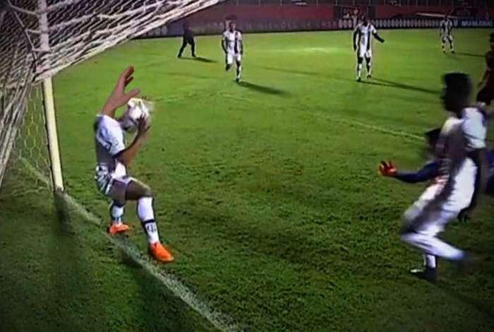 São Paulo avança negociação com Flamengo e fica perto de Everton