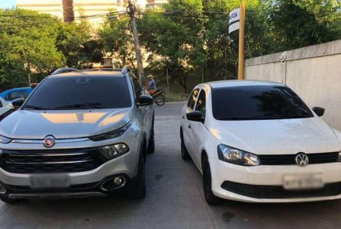 Carros apreendidos com o guarda municipal e a esposa