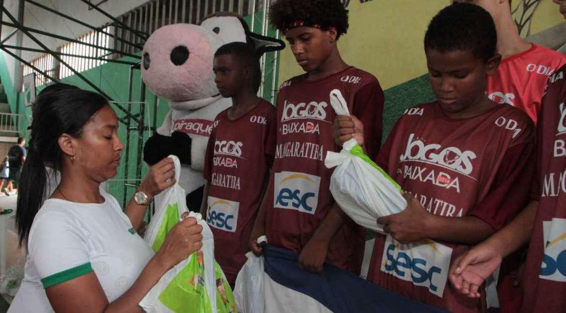 14/04/2018 - Caderno Baixada. Jogos da Baixada. Premia��o Futsal Masculino Sub 14. Foto: Fernanda Dias / Ag�ncia O Dia.