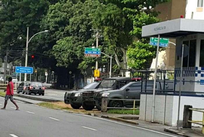 Carros do Exército em rua da Tijuca: até agora, novo esquema de patrulhamento não comprovou eficácia