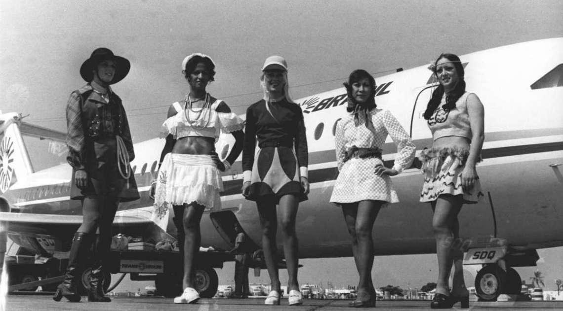 27/04/1973. Mem�ria do Dia - Novos uniformes das aeromo�as da TransBrasil S/A. Foto - M. Nunes / Ag. O Dia       CIDADE, EVENTOS, RIO ANTIGO, ARQUIVO, HIST�RIA, ACERVO