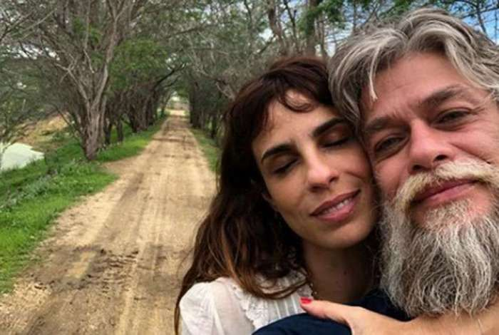 Maria Ribeiro e F�bio Assun��o assumem namoro