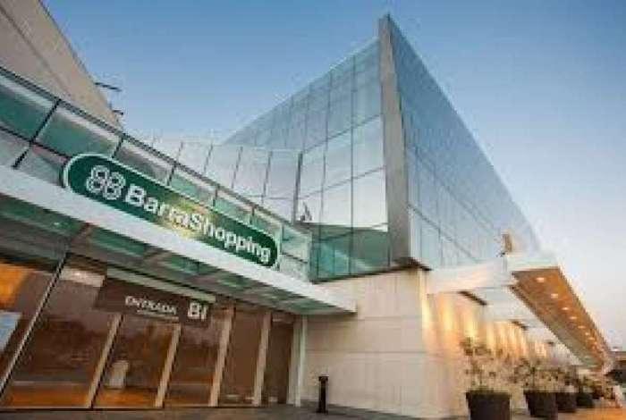 42f4086b97 Dois criminosos assaltam loja da Adidas no Barra Shopping O Dia ...