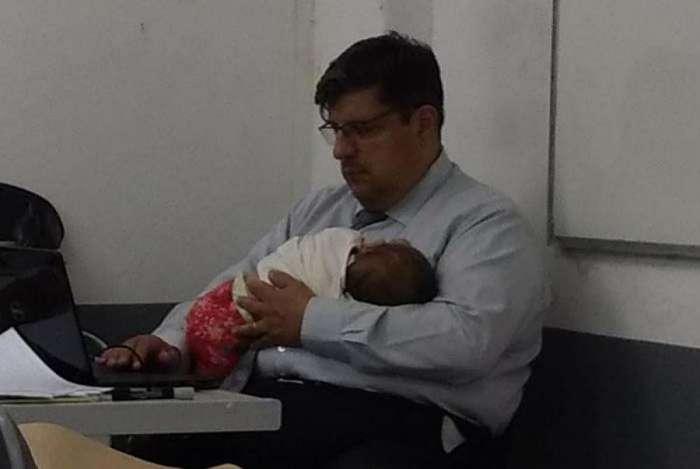 Professor H�lio Borges com a pequena Anna Lu�sa