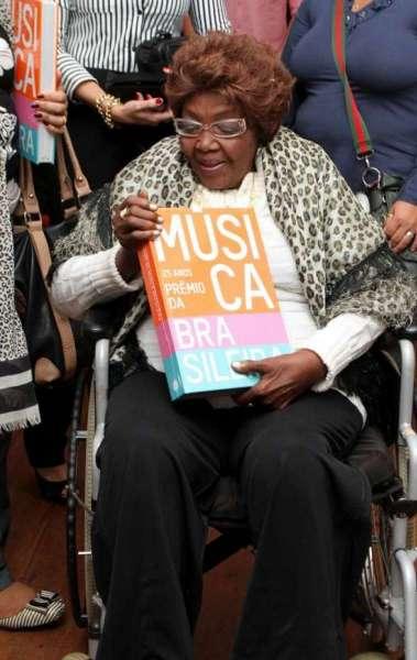 Dona Ivone Lara no lan�amento do livro '25 Anos do Pr�mio da M�sica Brasileira', de Ant�nio Carlos Miguel, na Sociedade H�pica Brasileira, na Lagoa