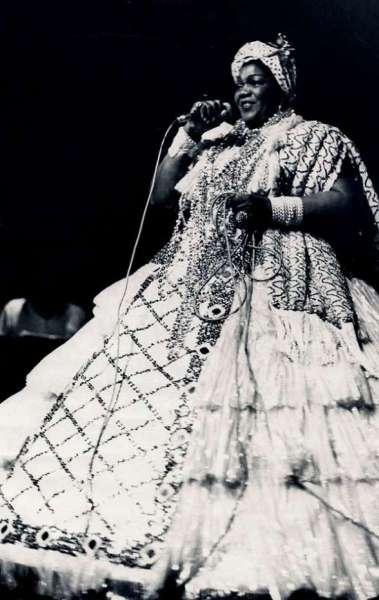 Dona Ivone Lara foi a primeira mulher a fazer parte da ala de compositores de uma escola de samba
