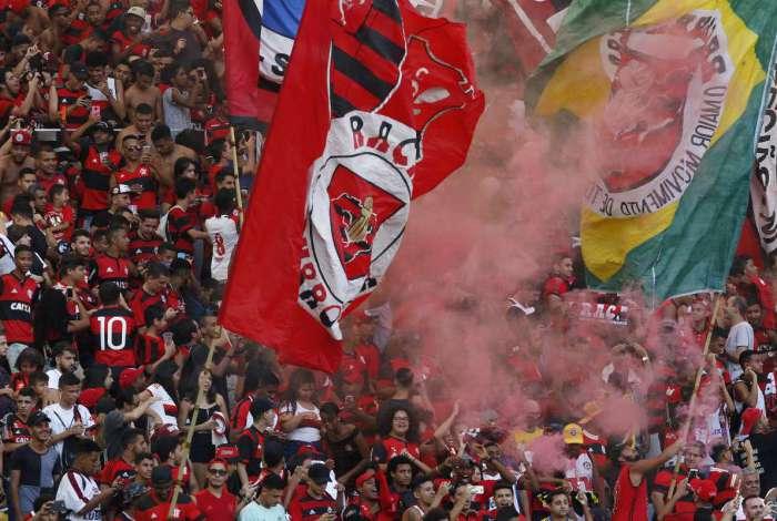 Torcida faz bela festa no Maracanã e Flamengo encerra preparação O ... 607ad0bffa40b