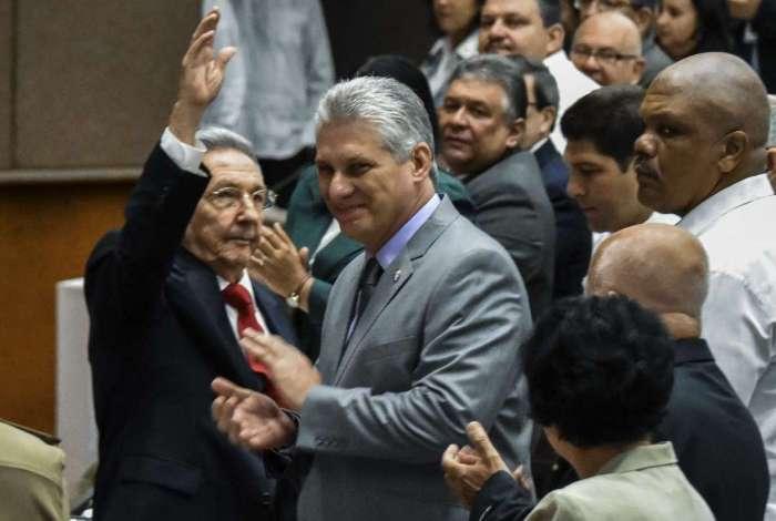 Raúl Castro e Miguel Diaz-Canel na Assembleia Nacional de Cuba