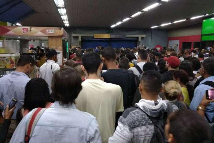 Problema na Linha 2 do metrô complicou a vida de usuários na manhã desta quarta