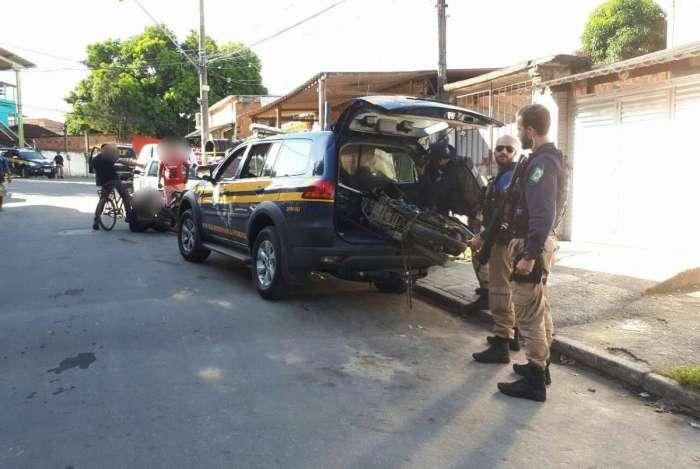 Agentes da PRF recuperaram moto roubada