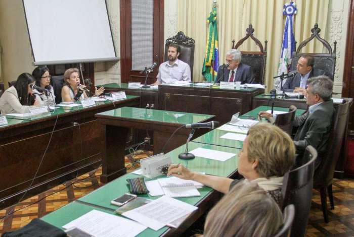 Audi�ncia p�blica realizada pela Comiss�o de Educa��o debateu duod�cimos para universidades