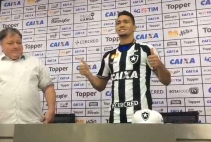 Botafogo e Palmeiras empatam no Nilton Santos