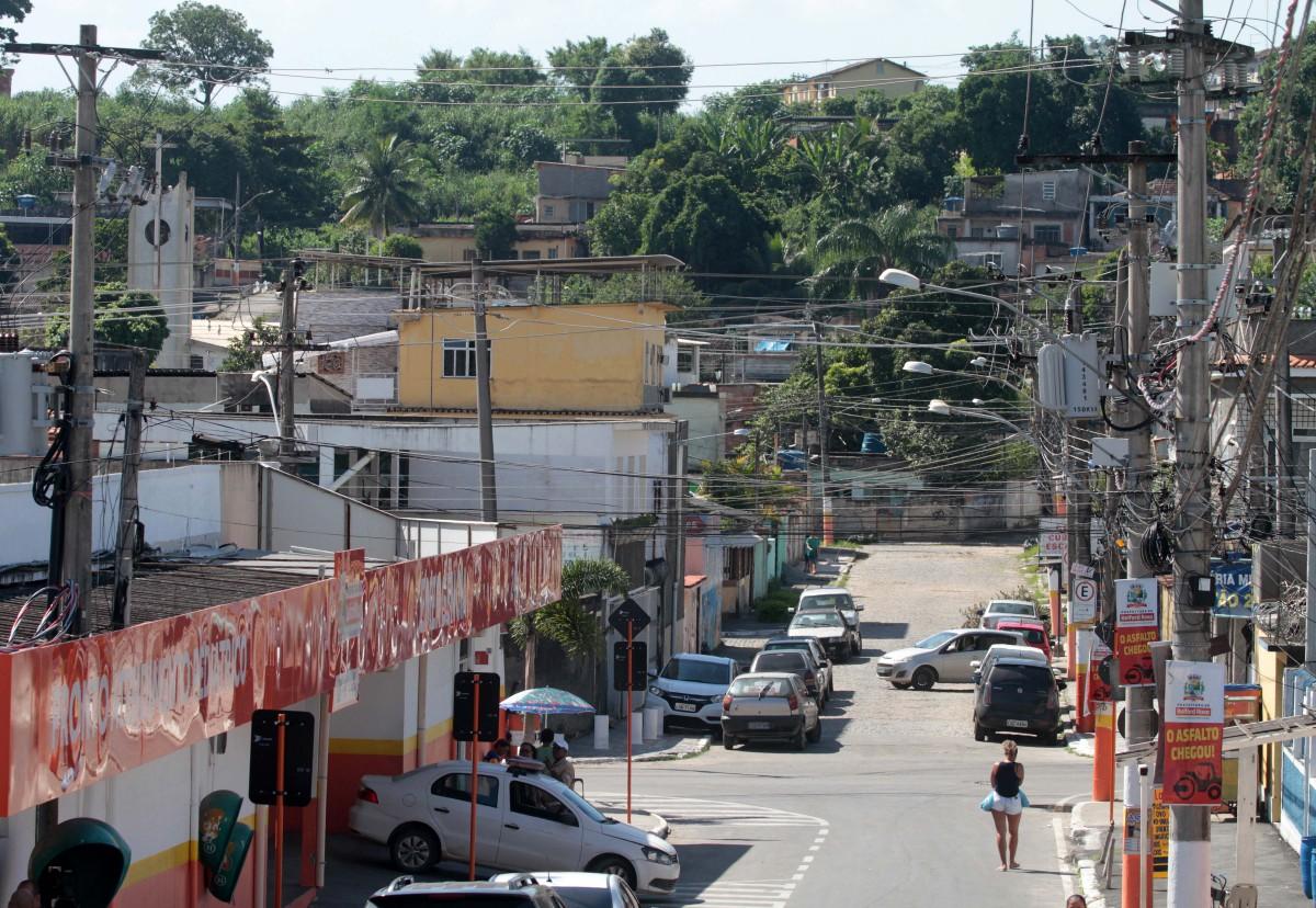 PM é atacado com tiros e machado por traficantes do Castelar   Rio de  Janeiro   O Dia
