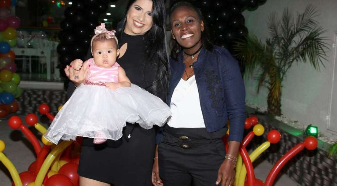 Thais Batista e Nen�m com a filha do casal, Valentina