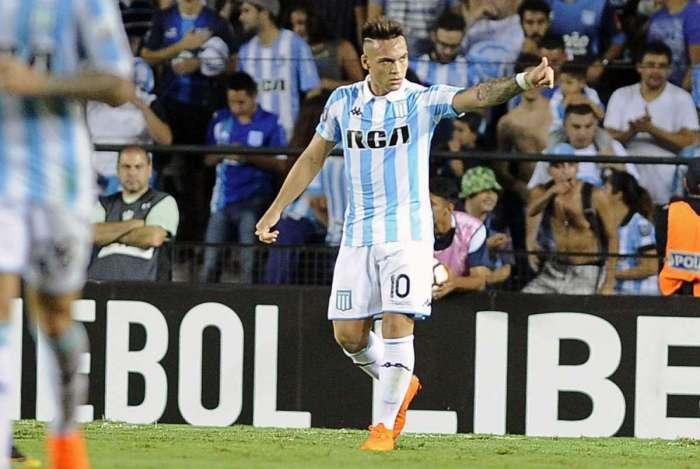 Lautaro Martinez, jogador do Racing, na partida contra o Vasco na Argentina