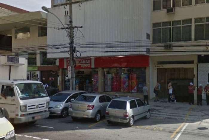 Filial das Lojas Americanas, na Rua Conde de Bonfim, foi assaltada
