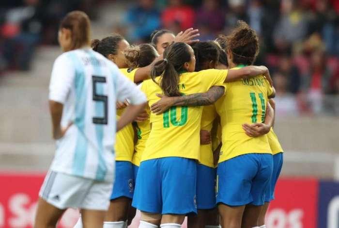 Meninas est�o a um passo do t�tulo da Copa Am�rica