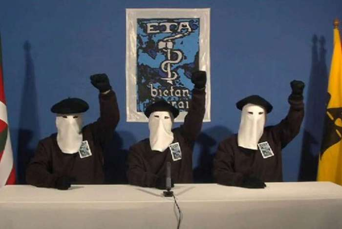 Na imagem de 2010, membros do ETA anunciam um cessar-fogo depois de 40 anos de derramamento de sangue em sua luta por uma p�tria independente da Espanha.