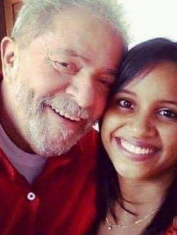 P�gina de Lula posta foto com Gleici