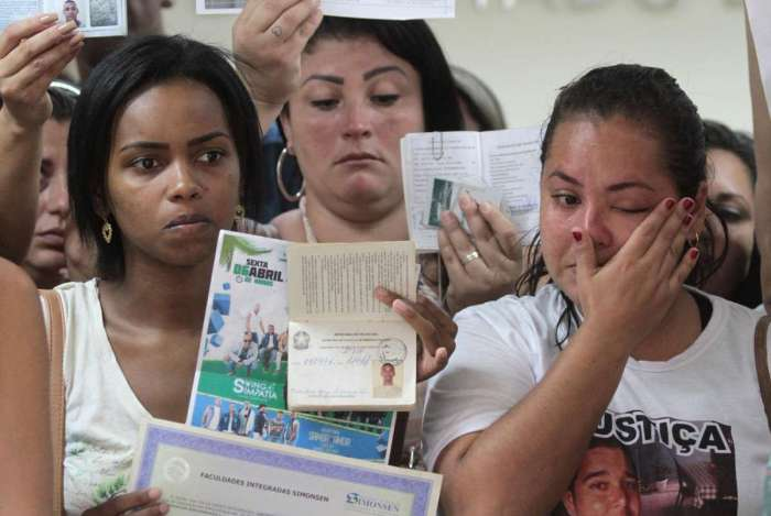 Familiares fizeram protestos exigindo a liberta��o dos presos