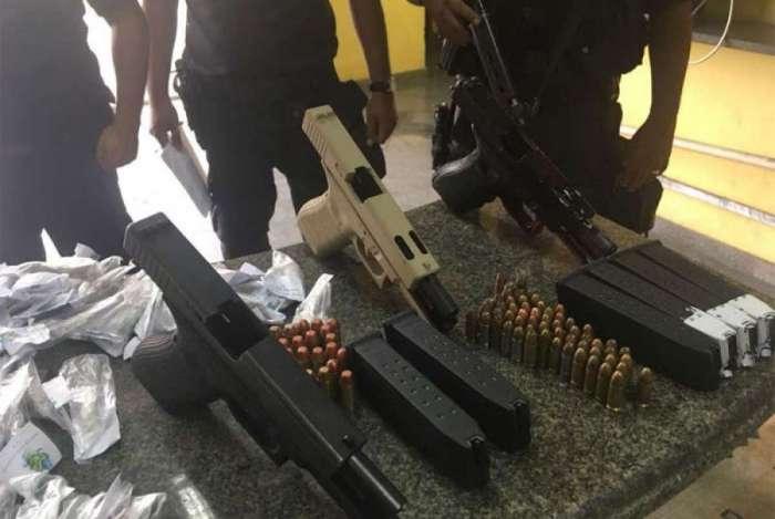 Polícia apreendeu pistolas em Itaboraí
