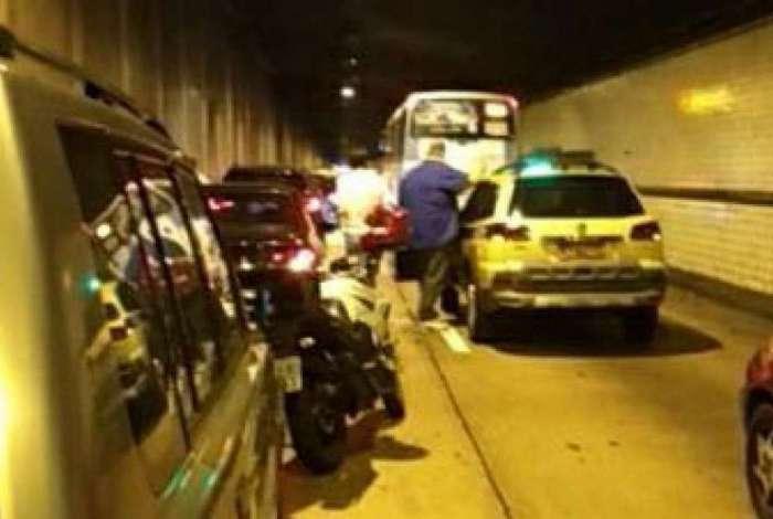 Motoristas relataram arrastão no Túnel Santa Bárbara