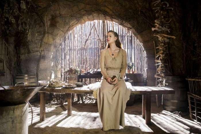 Marina Ruy Barbosa vive a personagem Amália em 'Deus Salve o Rei'