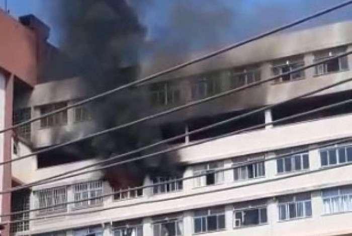 Incêndio atingiu apartamento na Taquara