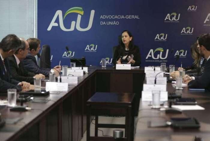 A advogada-geral da Uni�o, ministra Grace Mendon�a coordena a primeira reuni�o da c�mara instaurada para a concilia��o da quest�o do aux�lio-moradia para magistrados
