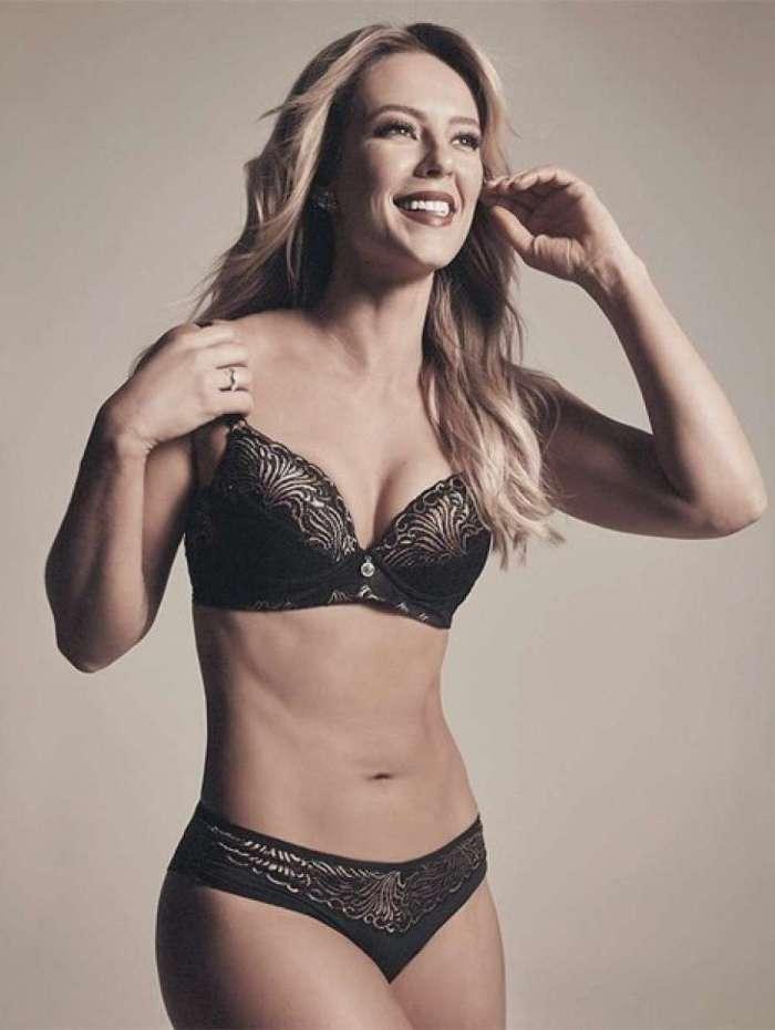 Paolla Oliveira exibe suas curvas de lingerie