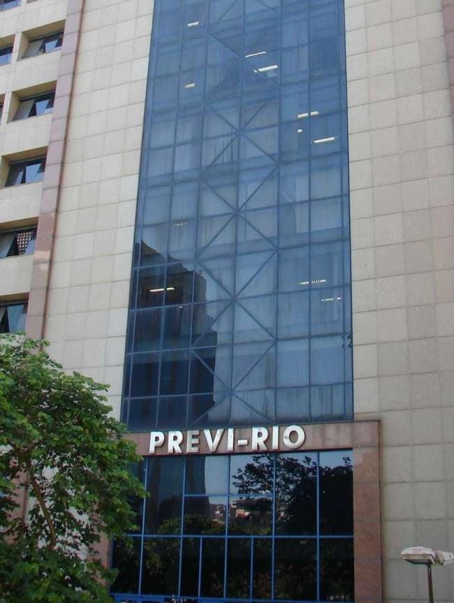 Previ-Rio administra as aposentadorias e pensões do município e também deposita uma série de auxílios ao pessoal da ativa, inativos e pensionistas