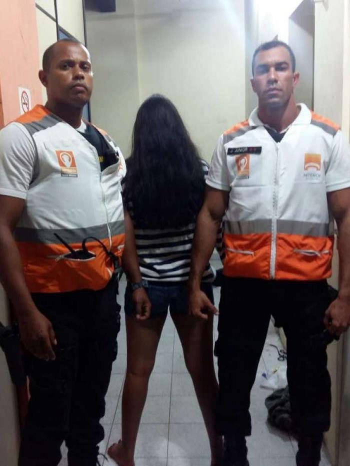 Policiais prendem suspeita de roubar celular de casal em Niterói