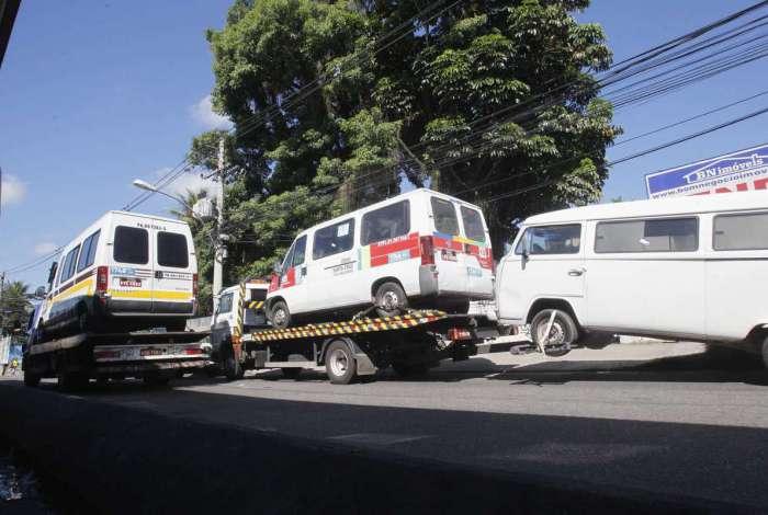 Mais de 70 vans irregulares foram apreendidas na operação