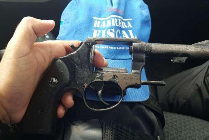 Homem � preso por posse ilegal de arma de fogo em Levy Gasparian