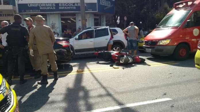 Assalto na Conde do Bonfim na tarde deste s�bado: criminosos em motos estavam praticando roubos